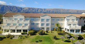 Howard Johnson Resort Spa & Convention Center - Villa de Merlo