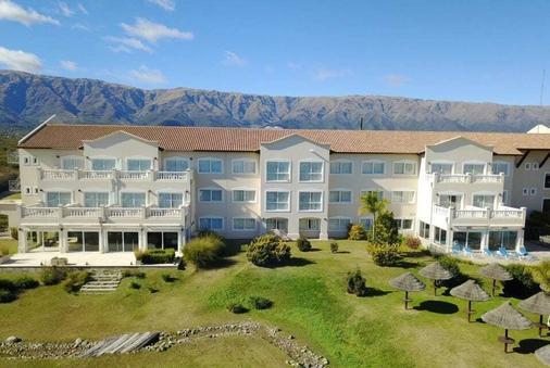 Howard Johnson Hotel & Convention Center by Wyndham, Merlo - Villa de Merlo - Building