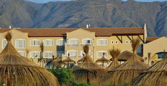 Howard Johnson Hotel Resort Villa De Merlo - וילה דה מרלו