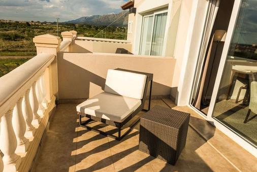 Howard Johnson Hotel & Convention Center by Wyndham, Merlo - Villa de Merlo - Balcony