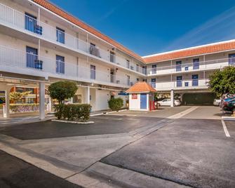 Motel 6 Monterey Park, CA - Monterey Park - Gebouw