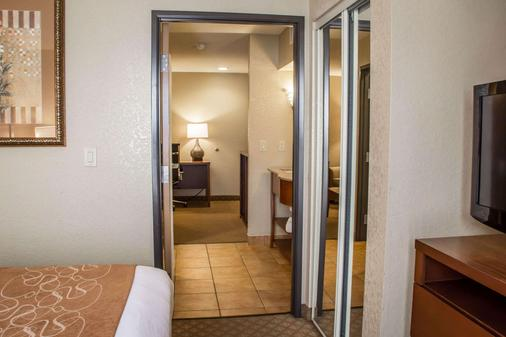 Comfort Suites Near Seaworld - San Antonio - Phòng ngủ