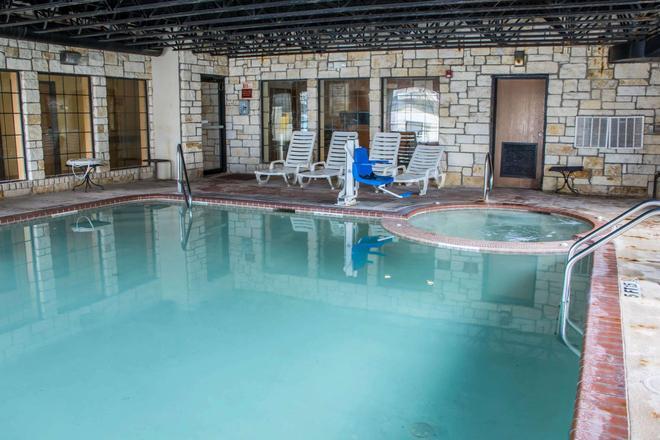 Comfort Suites Near Seaworld - San Antonio - Piscina
