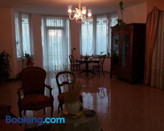 villa lucia - Mondragone - Huiskamer