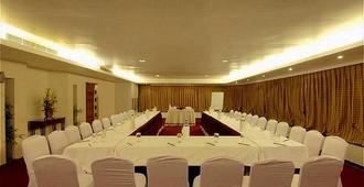 Ramee Guestline Hotel Juhu - Mumbai - Meeting room