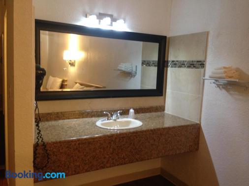 Mount-N-Lake Motel - Wofford Heights - Bathroom