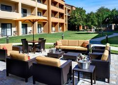 Courtyard by Marriott Toledo Airport/Holland - Holland - Patio
