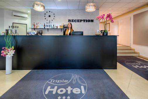 Triple M Hotel - Budapest - Front desk
