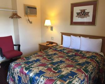Relax Inn - Saginaw - Makuuhuone