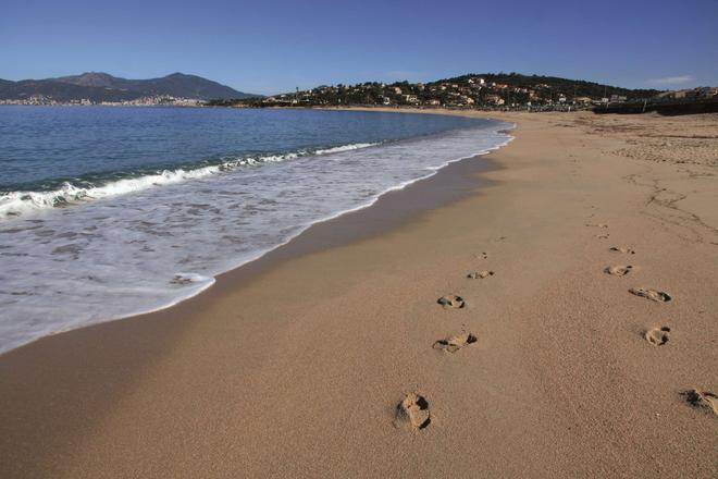 Radisson Blu Resort & Spa, Ajaccio Bay - Ajaccio - Beach