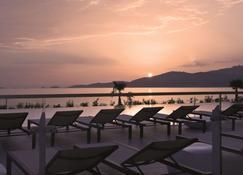 Radisson Blu Resort & Spa, Ajaccio Bay - אז'אקסיו - מרפסת