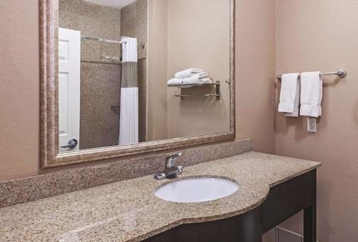 La Quinta Inn & Suites by Wyndham Pearland - Pearland - Μπάνιο