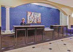 La Quinta Inn & Suites by Wyndham Pearland - Pearland - Σαλόνι ξενοδοχείου