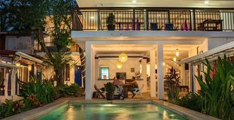 La Botella de Leche - Hostel - Tamarindo - Pool
