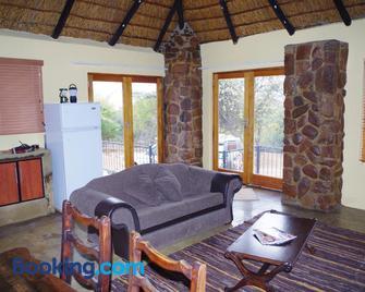 Bosveldsig Cottages - Modimolle - Living room