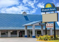 Days Inn by Wyndham Seymour - Seymour - Building
