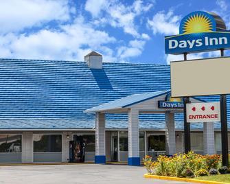 Days Inn by Wyndham Seymour - Seymour - Building
