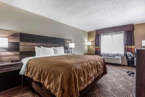 Quality Inn and Suites - Salisbury - Bedroom