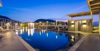 The Ashlee Heights Patong Hotel & Suites - Patong - Piscina