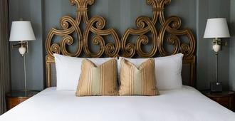 Wedgewood Hotel & Spa - Relais & Chateaux - Vancouver - Bedroom