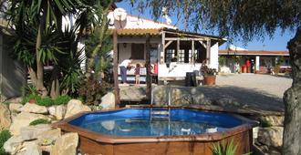 Da Silva Surfcamp - Hostel - Lourinhã - Pool