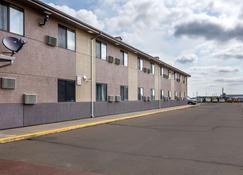 Quality Inn - Lamar - Building