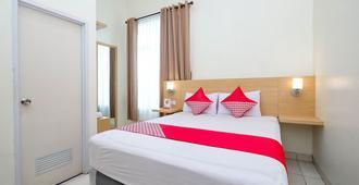 OYO 2428 Trision Hostel - Semarang - Bedroom