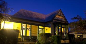 The Old Countryhouse Backpacker Hostel - כרייסטצ'רץ' - בניין