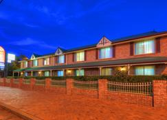 Endeavour Court Motor Inn - Dubbo - Building