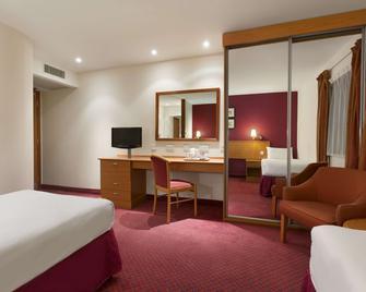 Days Inn by Wyndham Stevenage North - Baldock - Спальня