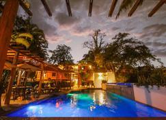 Hotel Maya Tulipanes Palenque - Ruinas de Palenque - Pileta