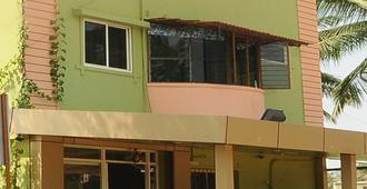 Ample Inn - Devanhalli