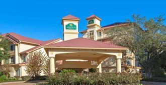 La Quinta Inn & Suites by Wyndham Houston Galleria Area - Houston - Building