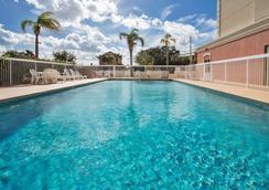 Country Inn & Suites by Radisson, Orlando, FL - Ορλάντο - Πισίνα