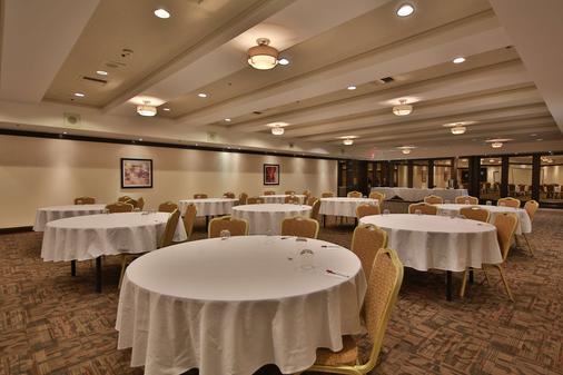 Best Western Plus Montreal Downtown-Hotel Europa - Montreal - Banquet hall