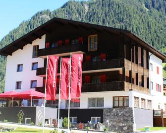 First Mountain Hotel Montafon - Gaschurn - Gebouw