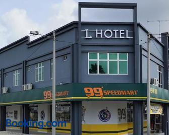 L Hotel - Simpang Renggam - Building