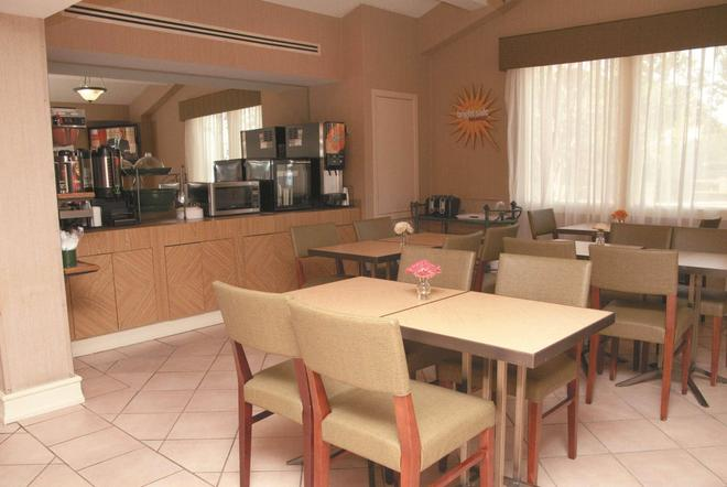 La Quinta Inn by Wyndham Lafayette North - Lafayette - Restaurante
