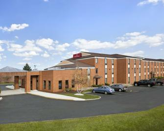 Ramada by Wyndham Canton/Hall of Fame - Canton - Building