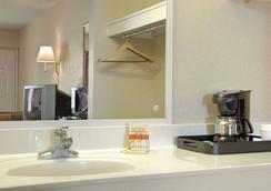 Days Inn by Wyndham Apple Valley Pigeon Forge/Sevierville - Sevierville - Salle de bain