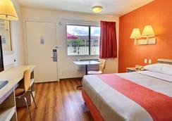 Motel 6 Kingsville Tx - Kingsville - Bedroom