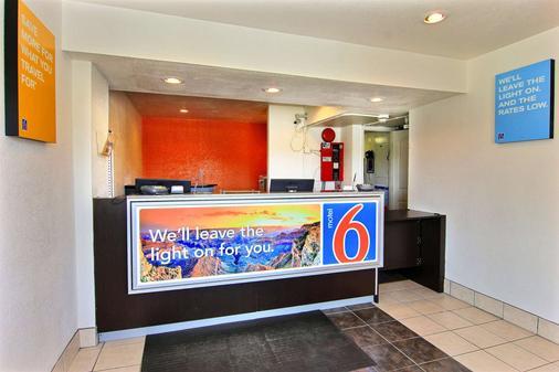 Motel 6 Kingsville Tx - Kingsville - Front desk