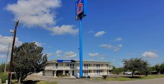 Motel 6 Kingsville, TX - Кирксвилл - Здание