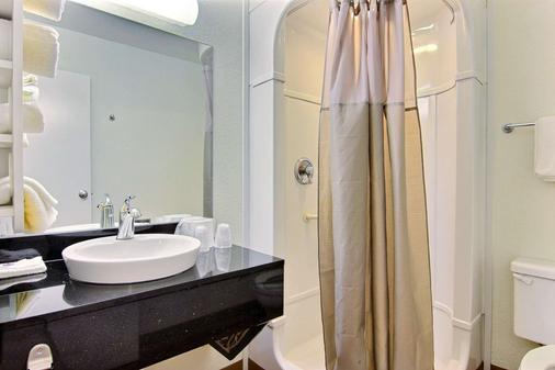 Motel 6 Kingsville Tx - Kingsville - Bathroom