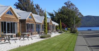 Lakefront Lodge - טה אנאו - בניין