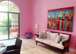 Colonial Masterpiece, Right in Merida' s Historic Center! - Mérida - Living room