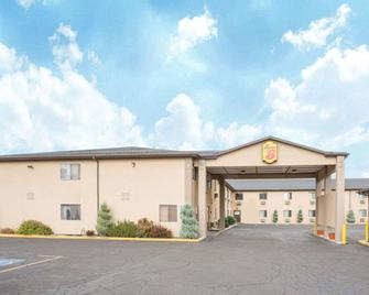 Super 8 by Wyndham Elko - Elko - Building