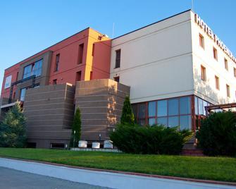 Hotel Phoenix - Arad - Building