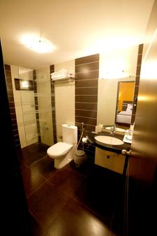 Best Western Yuvraj - Sūrat - Bathroom