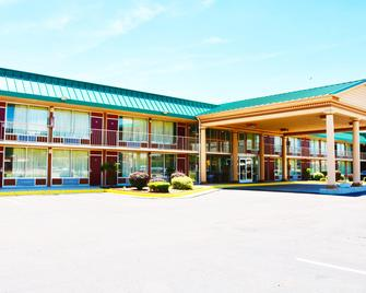Red Roof Inn & Suites Cave City - Cave City - Building